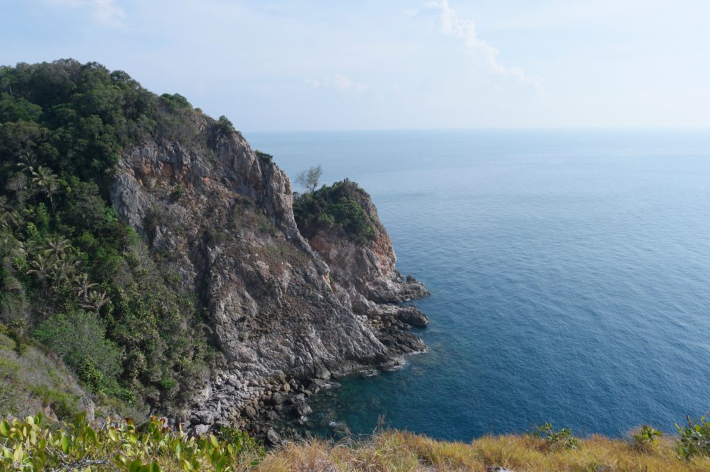 Amazing view of the cliff at the back of Rawa Island