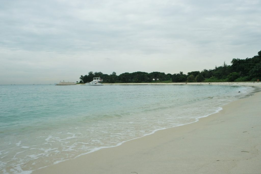 Wide lagoon beach at the back of Lazarus Island